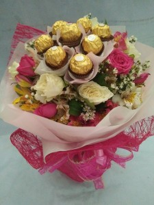 (15-9) 12 pcs. Roses with 8 pcs.chocolate....Php1,650